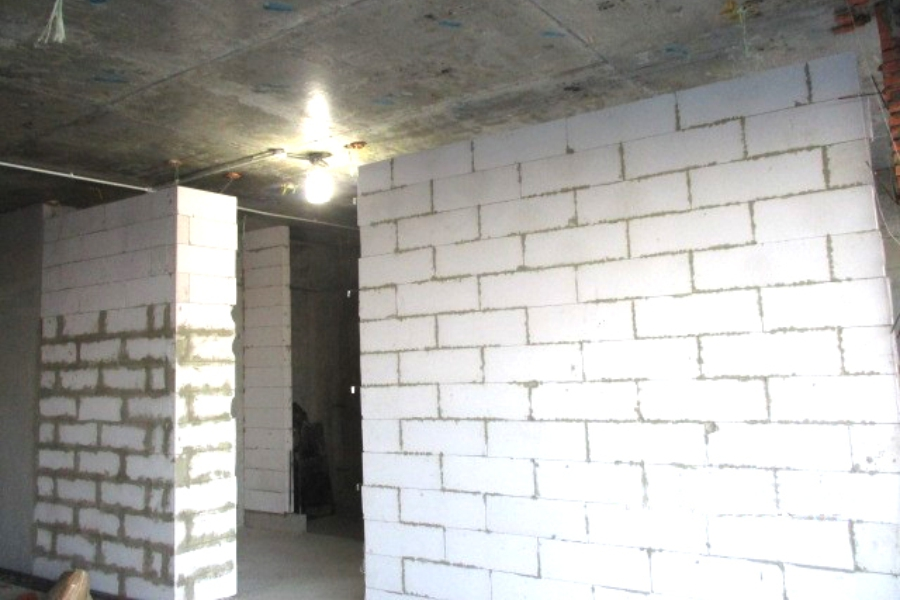 Construction of brick wall at level 5