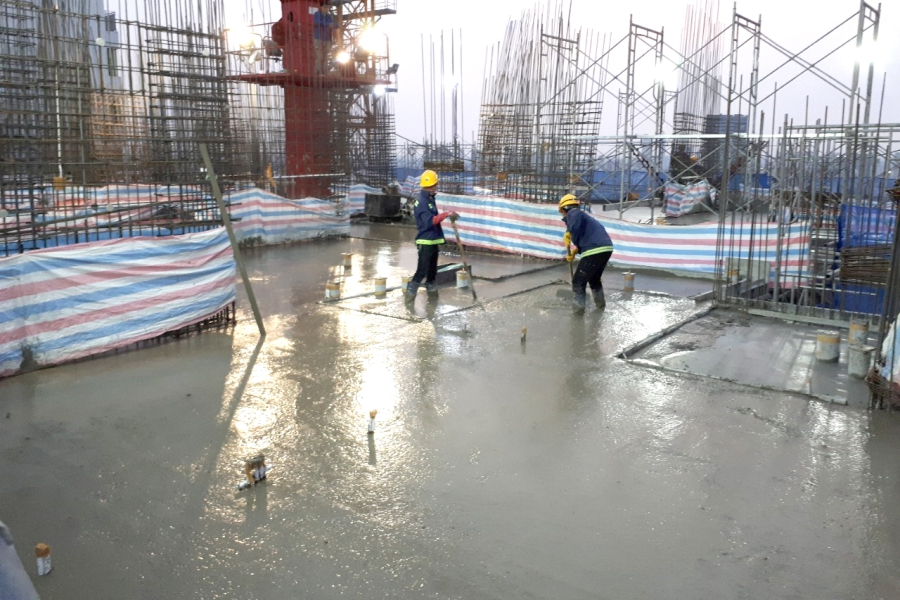 Casting concrete at level 22 slab