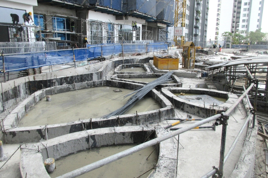 Casting concrete for swimming pool